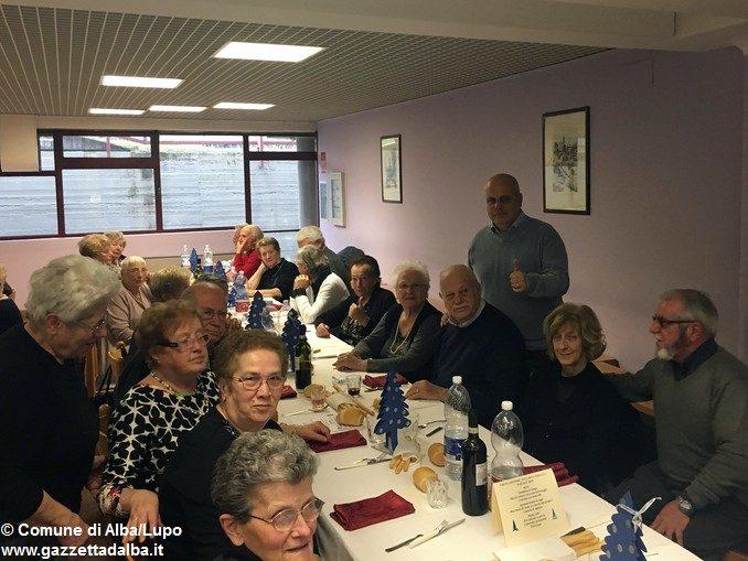 Duecento anziani alla Festa di Natale della terza età