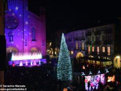 Fotogallery: lo spettacolo delle fontane luminose in piazza Duomo 8