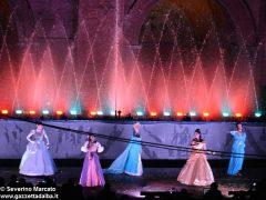 Fotogallery: lo spettacolo delle fontane luminose in piazza Duomo 9