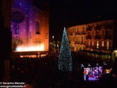 Fotogallery: lo spettacolo delle fontane luminose in piazza Duomo 12