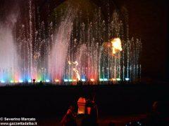 Fotogallery: lo spettacolo delle fontane luminose in piazza Duomo 13