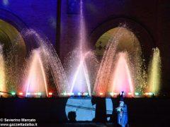 Fotogallery: lo spettacolo delle fontane luminose in piazza Duomo 14