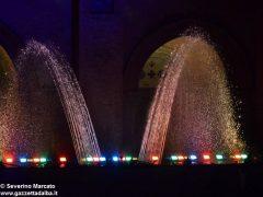 Fotogallery: lo spettacolo delle fontane luminose in piazza Duomo 15