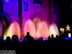 Fotogallery: lo spettacolo delle fontane luminose in piazza Duomo 16