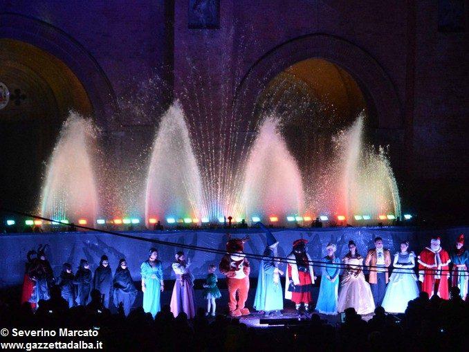 Fotogallery: lo spettacolo delle fontane luminose in piazza Duomo 17