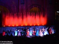 Fotogallery: lo spettacolo delle fontane luminose in piazza Duomo 18