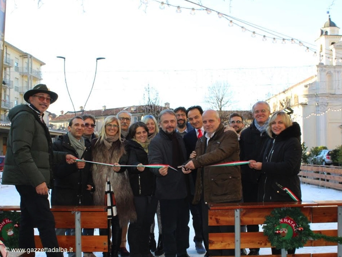 Inaugurata la pista di pattinaggio in piazza Pertinace ad Alba