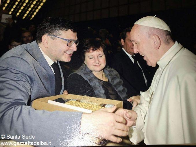 Un cesto di nocciole per il Papa