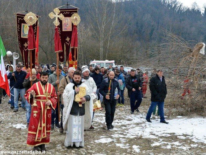 Un tuffo nel Tanaro per festeggiare l'Epifania ortodossa 1
