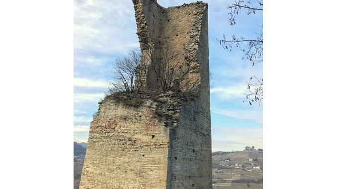 Servono lavori urgenti per consolidare la torre medievale