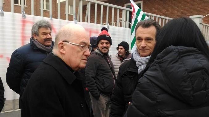 Il vescovo di Pinerolo accanto a chi rischia di perdere il lavoro