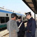 Sul treno senza biglietto: quattro denunciati per interruzione del servizio