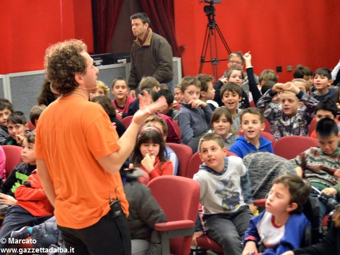 Federico Benuzzi giocoliere scuole 6