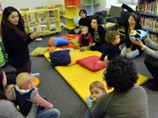 Lettura animata in maschera nella biblioteca civica di Alba