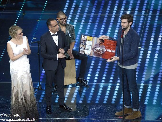 Sanremo Conti De Filippi consegnano disco di platino ad Alvaro Soler(4)