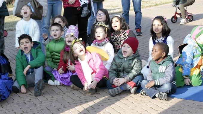 Grande festa di Carnevale nel Paese di fiaba e sabato si bissa con gli Anni '60