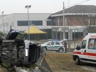 Bra: 80enne esce di strada, salvata da due agenti della Municipale