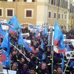 I Vigili del fuoco aderenti a Conapo manifestano a Roma