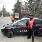 Dormivano su un'auto rubata: due giovani denunciati per ricettazione