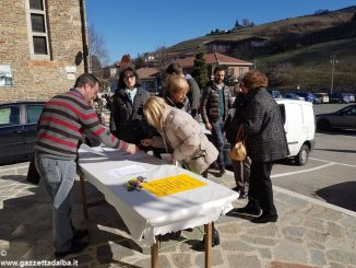 Già duecento firme contro la chiusura dello sportello della Banca di Asti