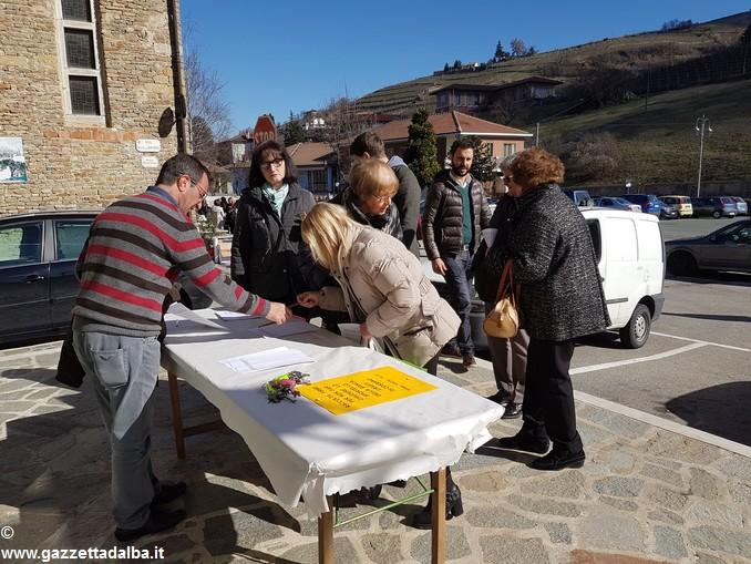 Raccolta firme a Cossano Belbo