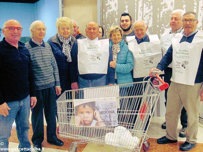 Santa Vittoria raccolta alimentare Nonni civici