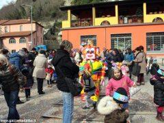 Gran falò di Carnevale nella scuola dell