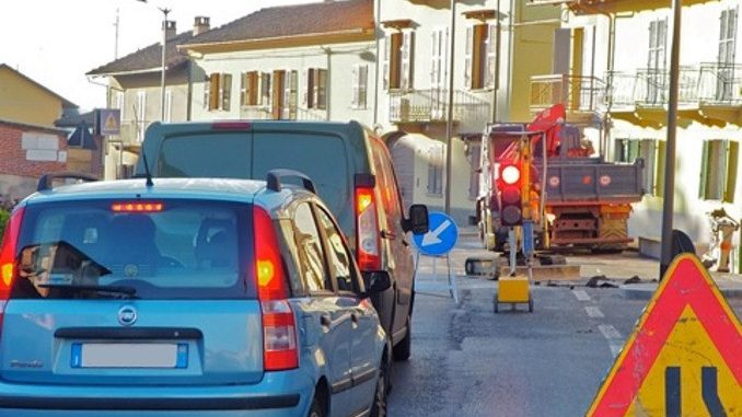 Tre giorni di senso unico alternato in via Bonissani a Ceresole 3