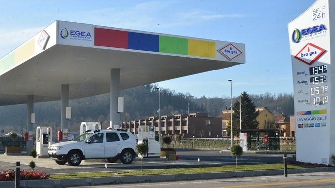 Aperto il distributore Egea che in corso Europa eroga metano, gpl, diesel e benzina