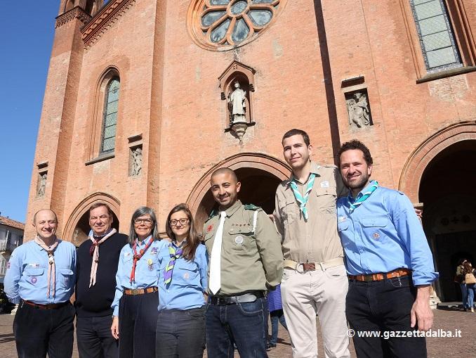 Alba. P.zza Duomo. Scout palestinese e israeliano in divisa con Roger Davico. 29/4/17 photo muratore silvia