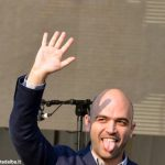 Lo scrittore Roberto Saviano, un antitaliano al Sociale di Alba