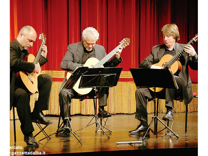 Vivaldi guitar trio