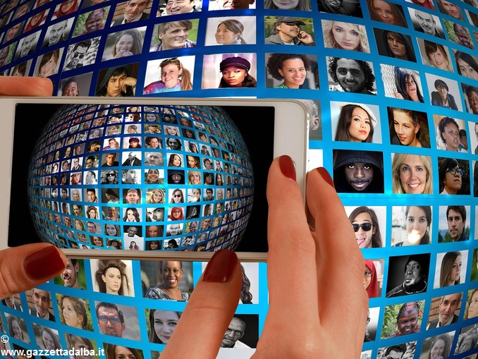 social media telefonino smartphone