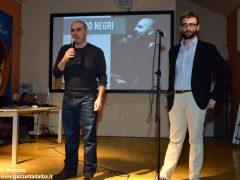Romano Vola ha vinto l'Alba poetry slam. Ecco tutte le foto della tenzone poetica