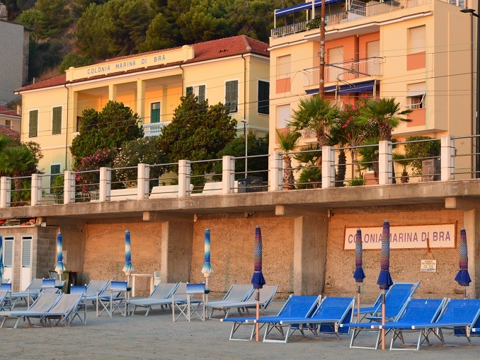 Giovedì 18 maggio aprono le iscrizioni alla colonia marina di Bra a Laigueglia