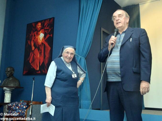 Figlie di San Paolo Suor Rosaria e presentatore 1 (2)