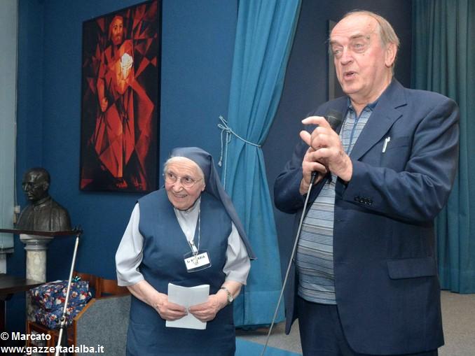 Figlie di San Paolo Suor Rosaria e presentatore 1 (5)