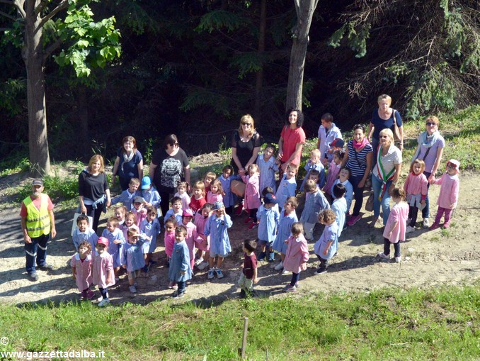 Vezza bimbi piantano bosco nuovo (41)