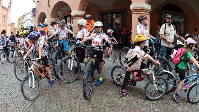 Alba in bici: la fotogallery 24