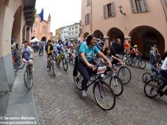 Alba in bici: la fotogallery 30