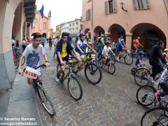 Alba in bici: la fotogallery 31