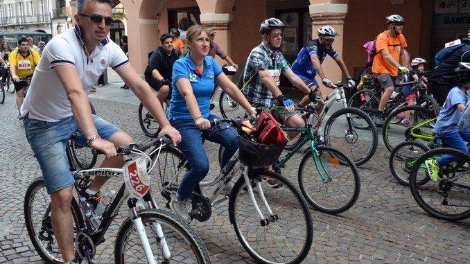 Alba in bici: la fotogallery 33