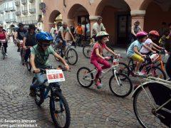 Alba in bici: la fotogallery 36
