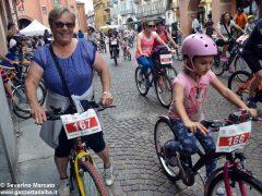 Alba in bici: la fotogallery 37