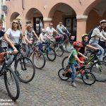 Oltre 300 persone ad Alba in bici. Ecco le foto più belle