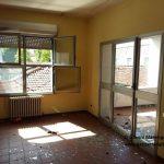 Atti vandalici nell'ex tribunale, all'interno del palazzo vetri rotti e bivacchi
