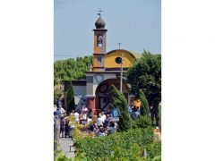 David Tremlett inaugura la cappella restaurata a Coazzolo. Ecco le foto 1