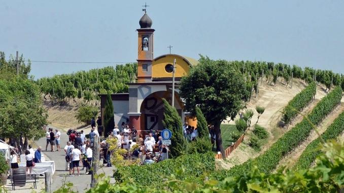 David Tremlett inaugura la cappella restaurata a Coazzolo. Ecco le foto 2