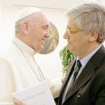 Francesco, il Papa quotidiano di Tornielli e Agasso