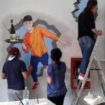 Le aule del Velso Mucci tinteggiate e arricchite di murales dagli allievi